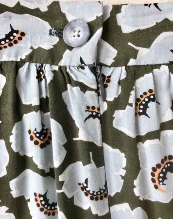 Maxi skirt closure